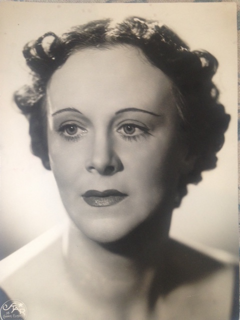 Photo of the author, Kathleen Hewitt